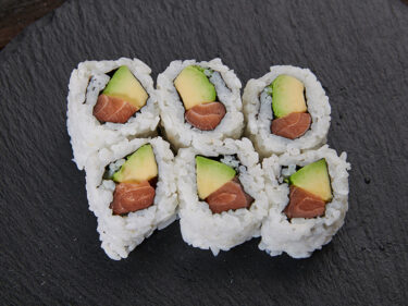 Sake avocado maki