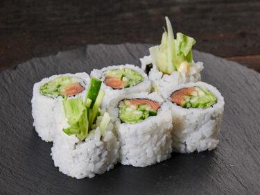 Sake salad maki