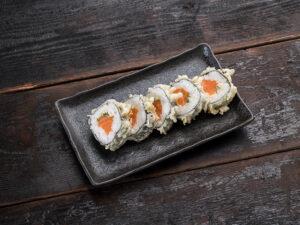 Salmon tempura maki