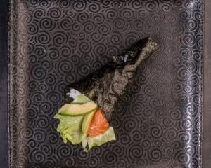 Sake avocado temaki