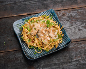 Udon noodles with tuna